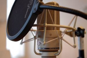 Microphone for voice acting with a pop filter